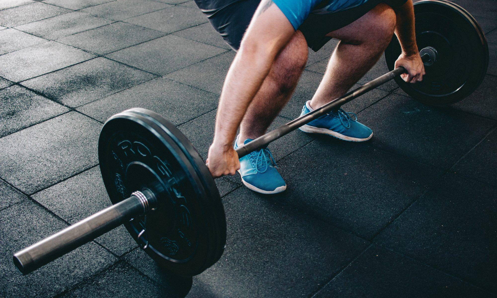 Los Pesos muertos llegan a trabajar cada musculo del cuerpo.