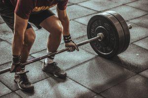 Peso Muerto Con Barra es recomendado para aumentar cargas y progresos.