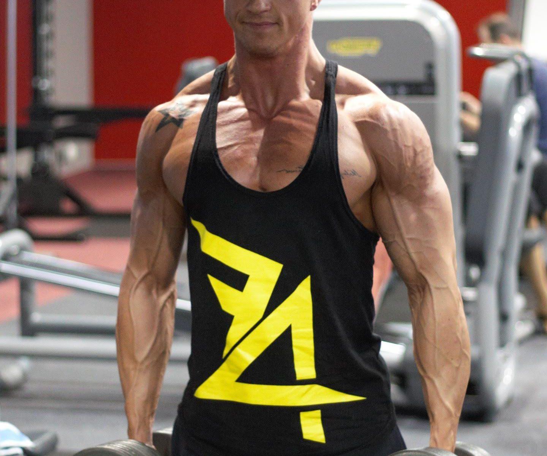 Peso Muerto Con Mancuernas permite un mayor rango de movimiento para afectar más fibras músculares.