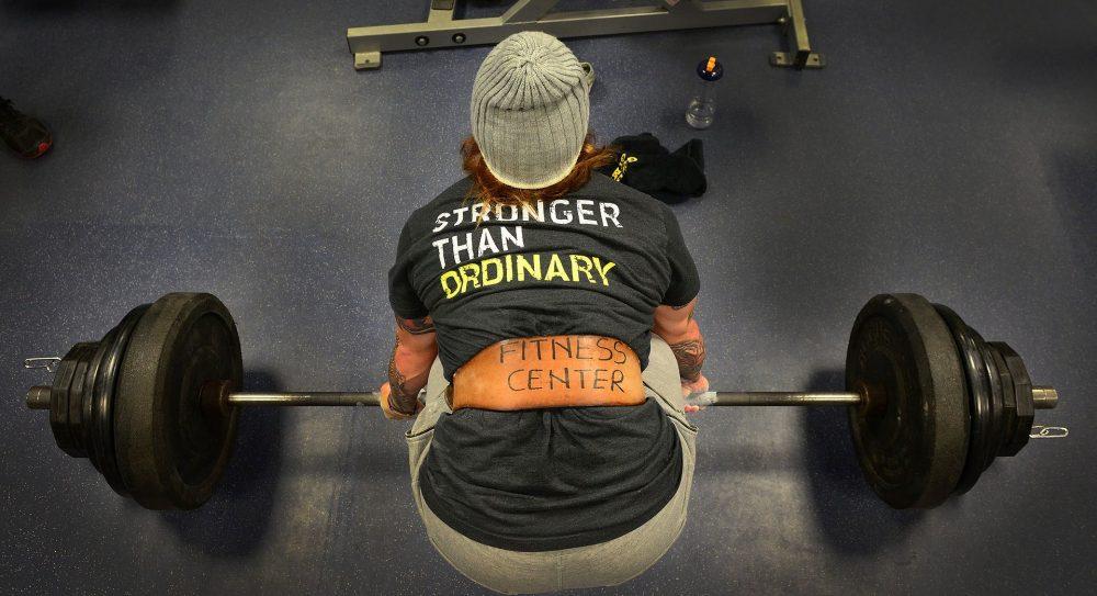 El Peso Muerto ayuda, fortalece y mejora los músculos de la espalda.
